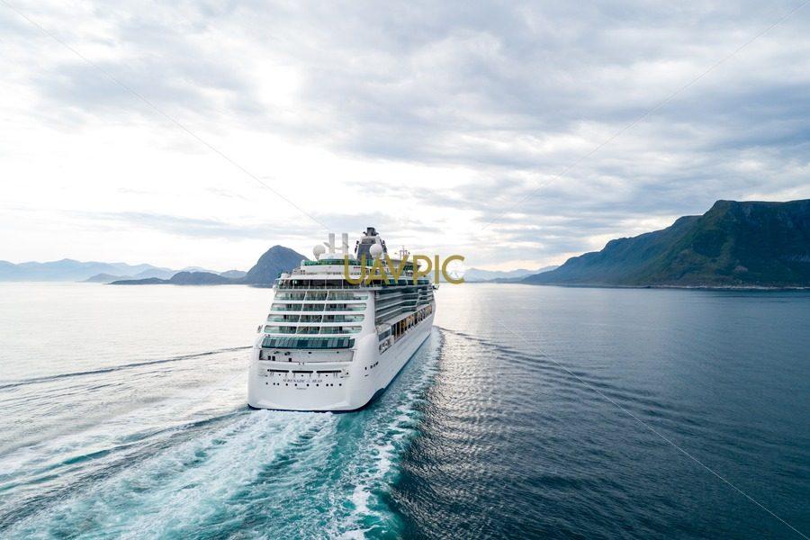 Serenade of the Seas (10).jpg - Uavpic