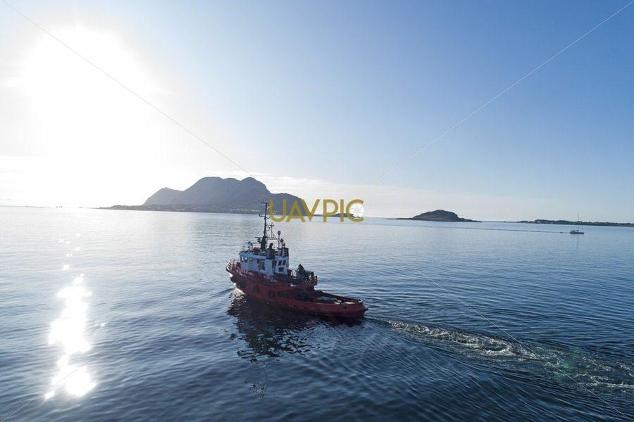 Polar Tug HDR 937.jpg - Uavpic