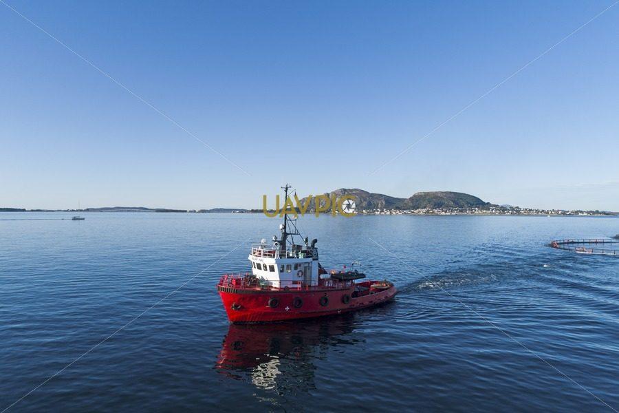 Polar Tug HDR 940.jpg - Uavpic