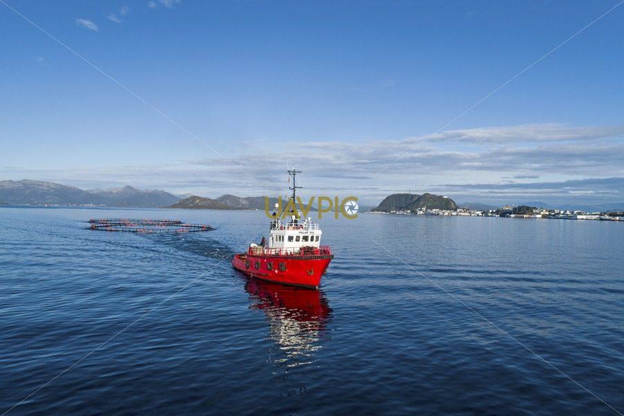 Polar Tug HDR 945.jpg - Uavpic