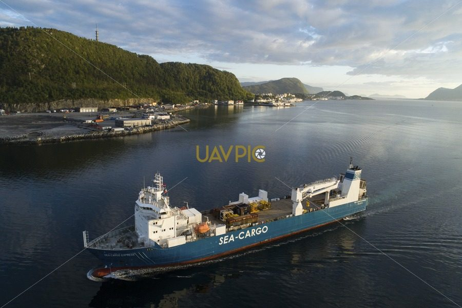 SeaCargo Express 137.jpg - Uavpic