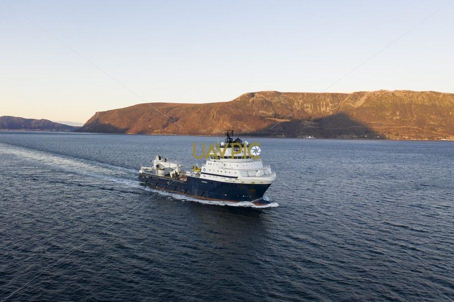 Island Valiant 485.jpg - Uavpic