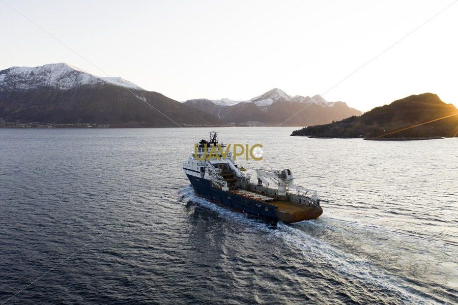 Island Valiant 492.jpg - Uavpic
