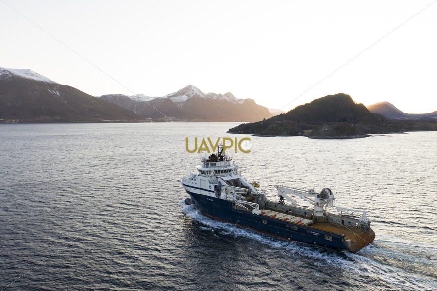 Island Valiant 493.jpg - Uavpic