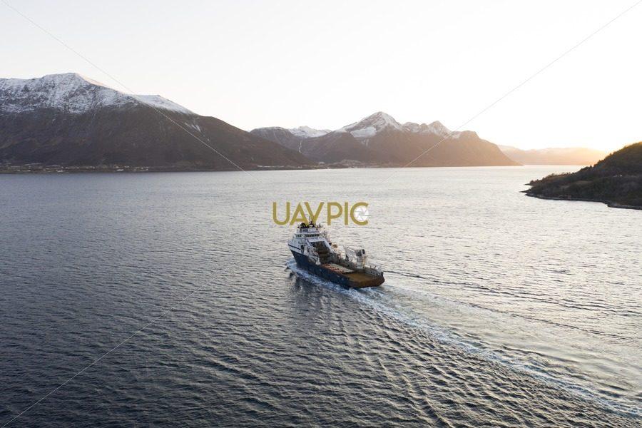 Island Valiant 495.jpg - Uavpic