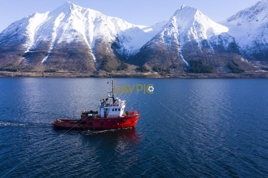 Polar Tug 518.jpg - Uavpic