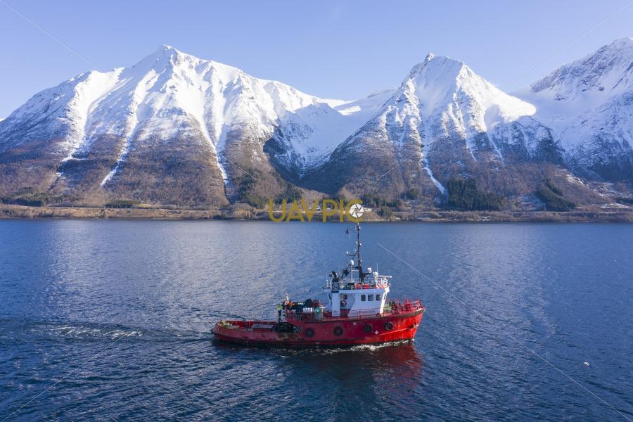 Polar Tug 519.jpg - Uavpic