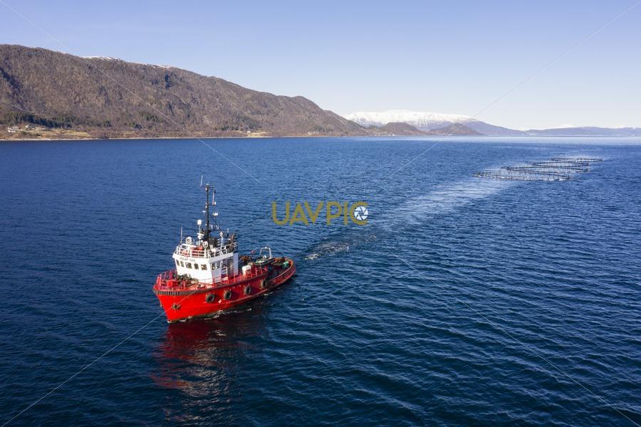Polar Tug 526.jpg - Uavpic