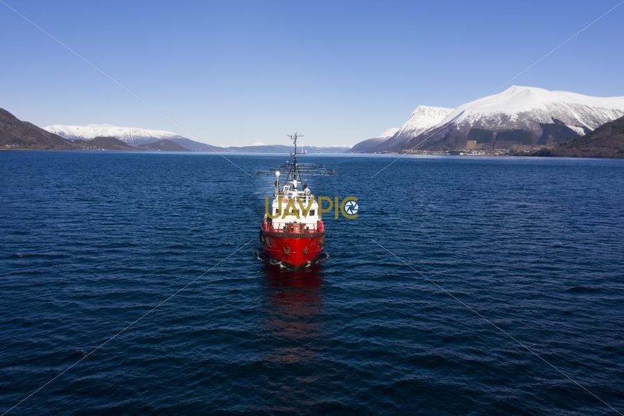 Polar Tug 529.jpg - Uavpic