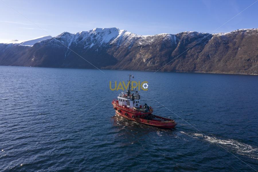 Polar Tug 533.jpg - Uavpic