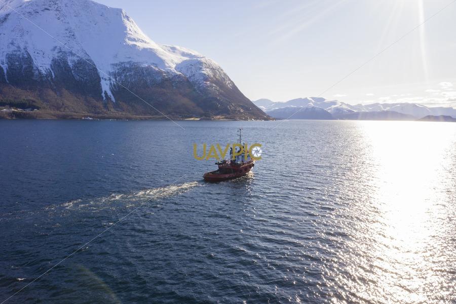 Polar Tug 535.jpg - Uavpic
