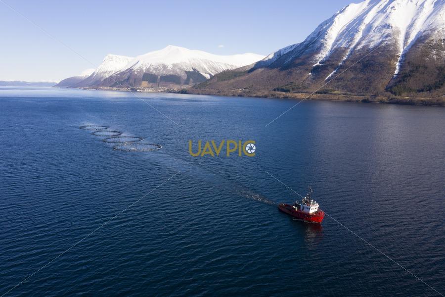 Polar Tug 543.jpg - Uavpic