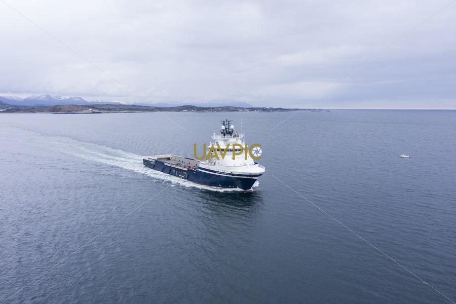 Island Contender 285.jpg - Uavpic