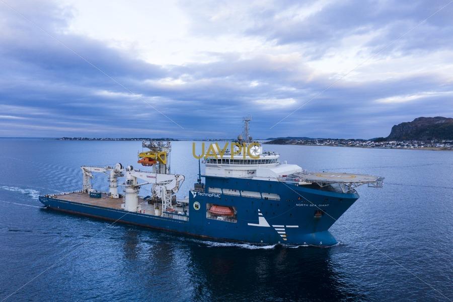 North Sea Giant 620.jpg - Uavpic
