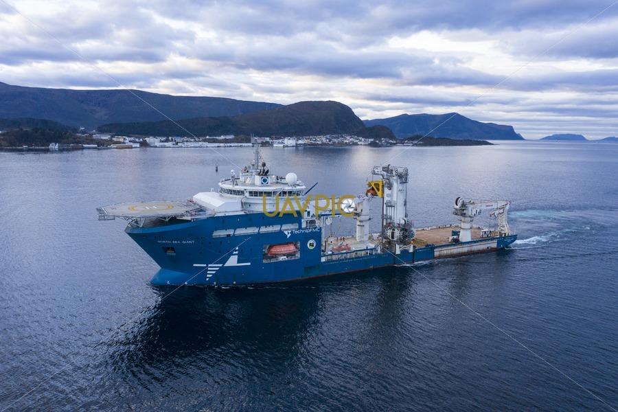 North Sea Giant 632.jpg - Uavpic