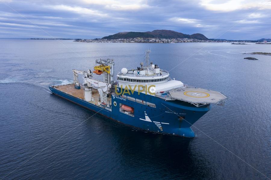North Sea Giant 648.jpg - Uavpic