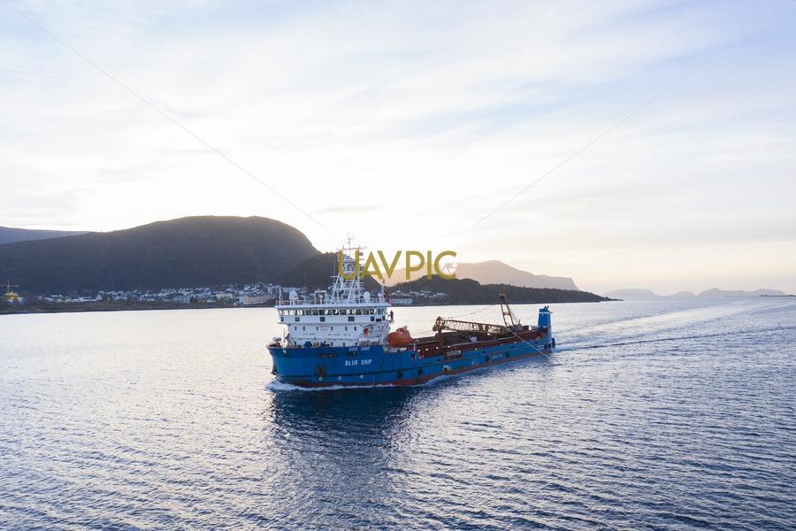 Blue Ship 207.jpg - Uavpic