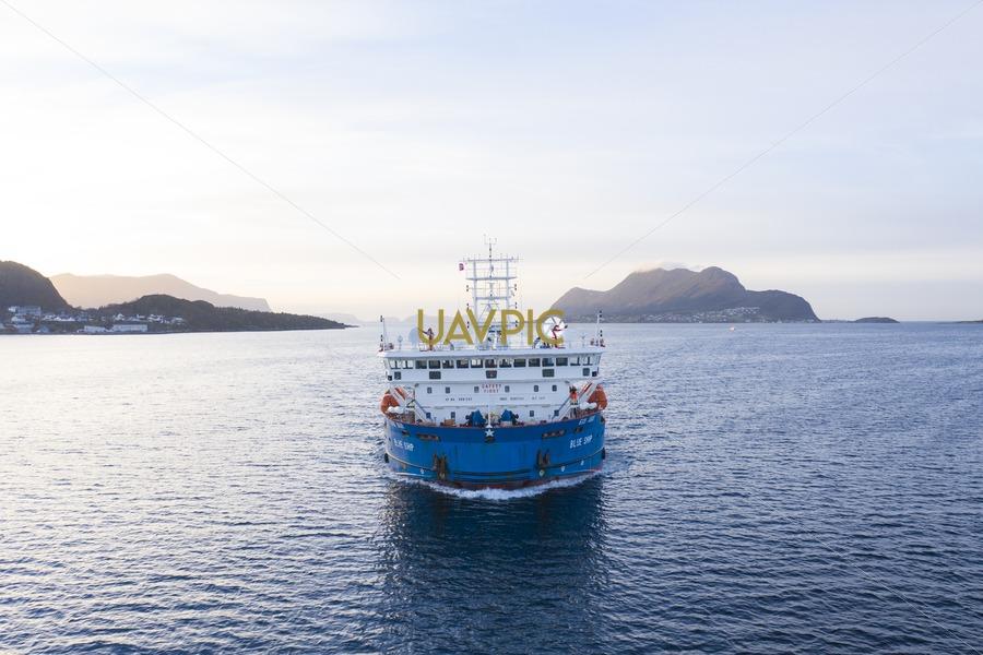 Blue Ship 209.jpg - Uavpic