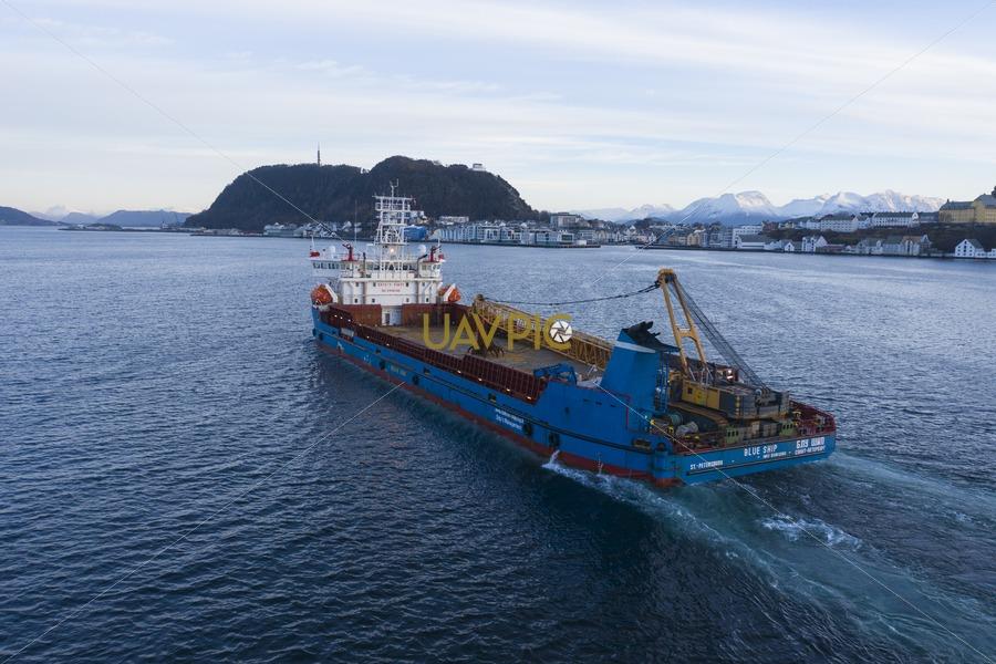 Blue Ship 221.jpg - Uavpic