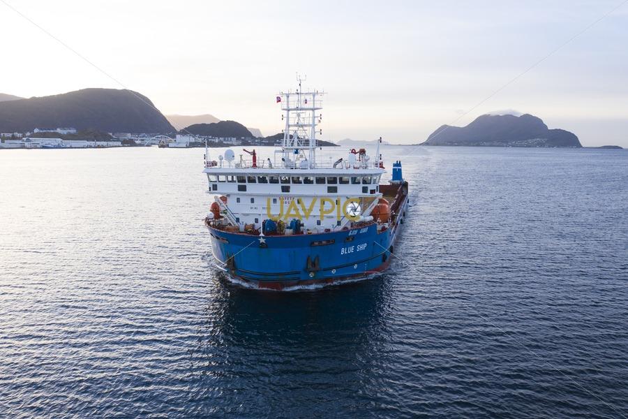 Blue Ship 224.jpg - Uavpic