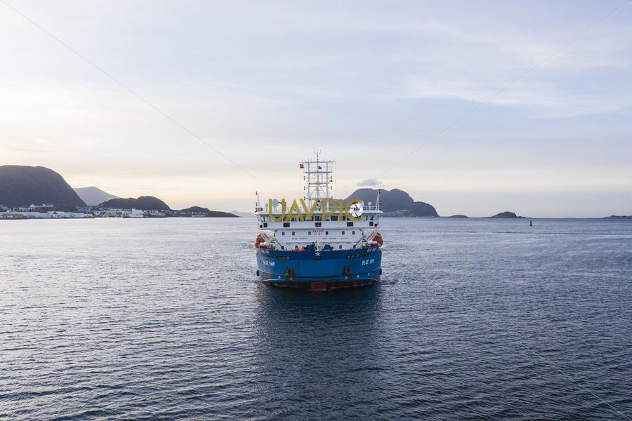 Blue Ship 237.jpg - Uavpic