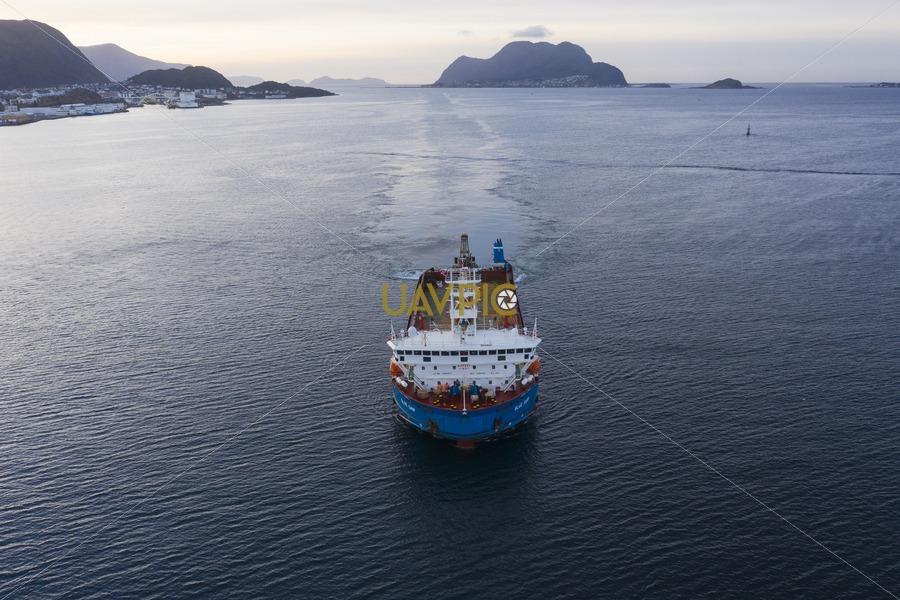 Blue Ship 238.jpg - Uavpic