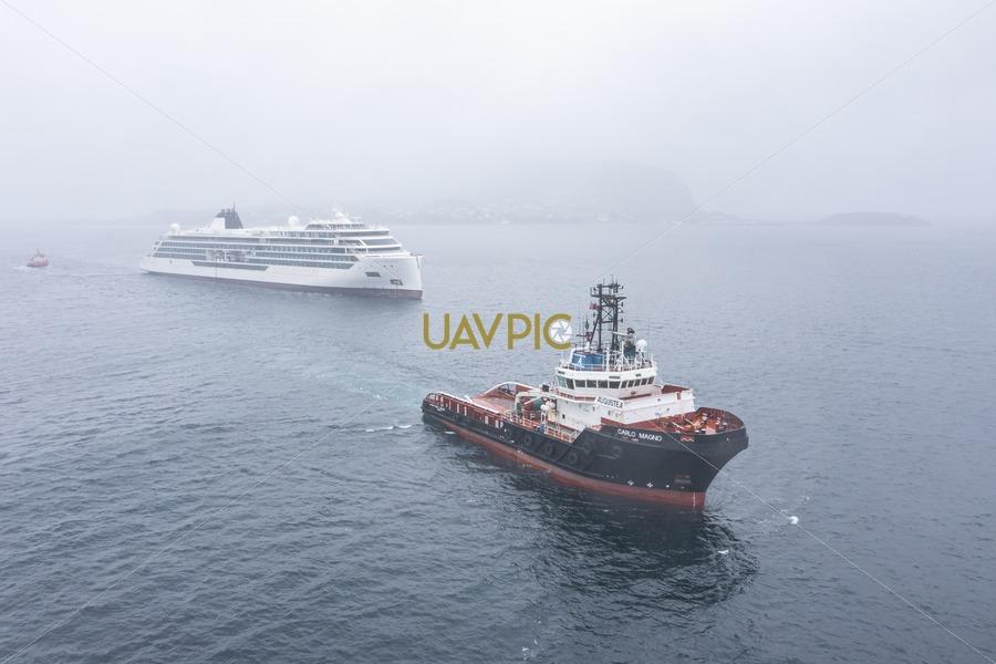 Carlo Magno towing Viking Octantis 570.jpg - Uavpic