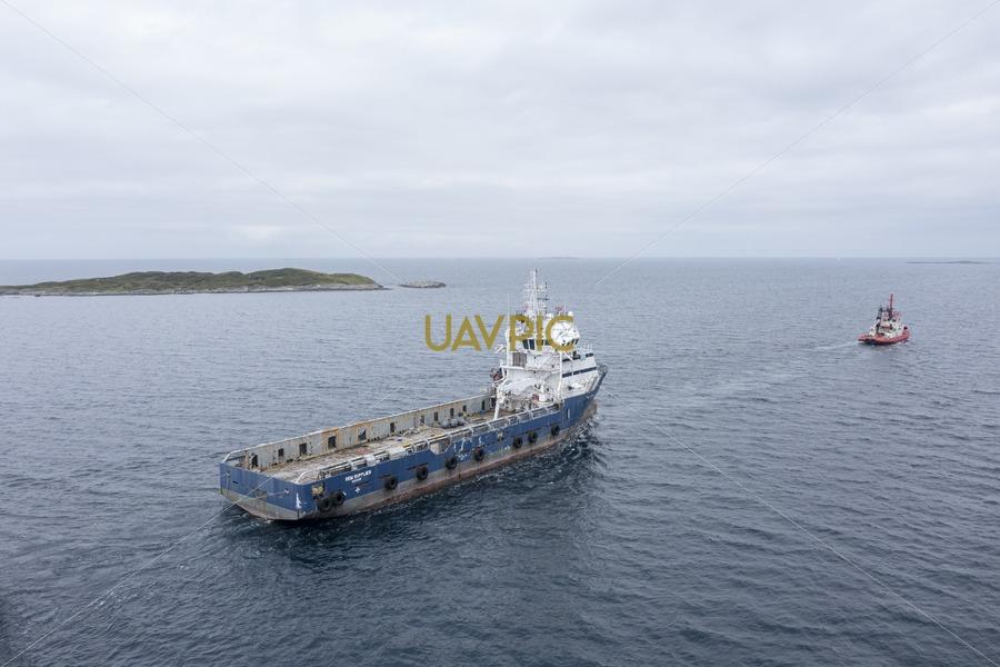 Rem Supplier towed by Bukken136.jpg - Uavpic